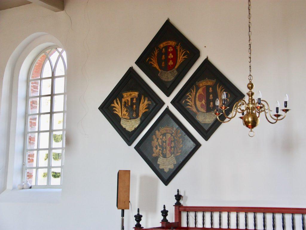 rouwborden in kerk van Nuis