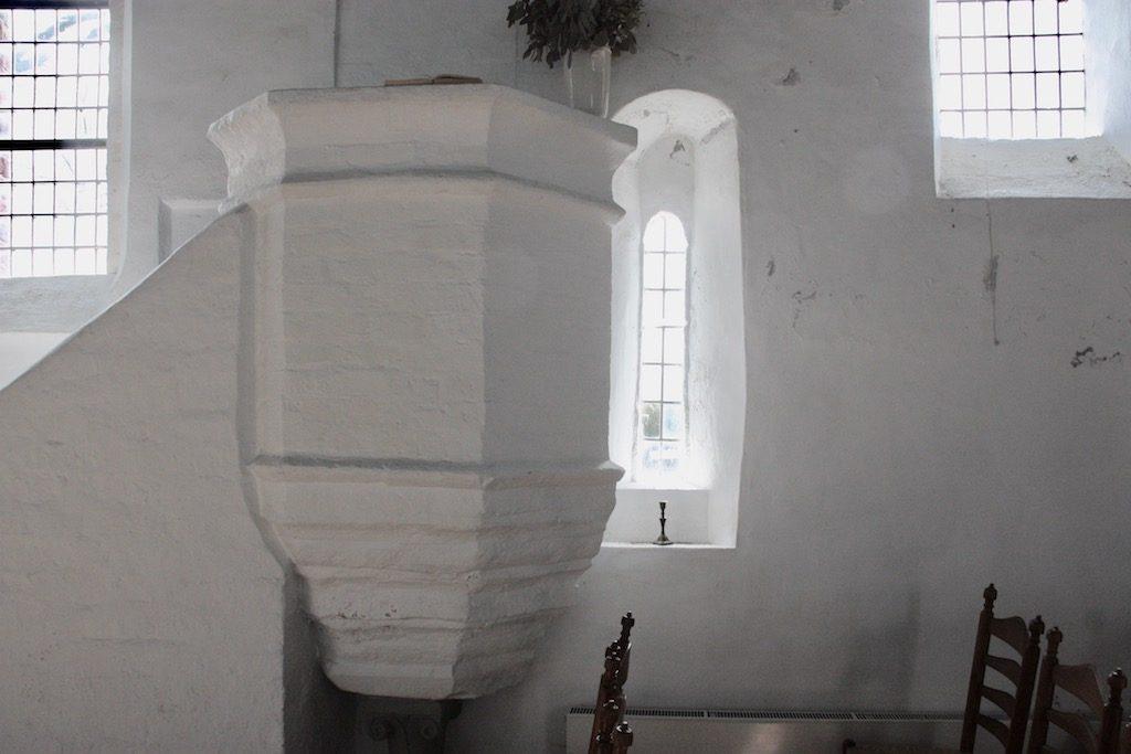 stenen preekstoel kerk Fransum